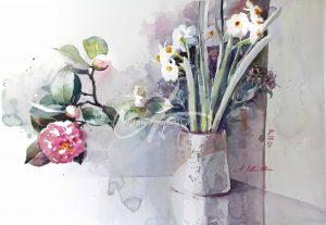 Ikebana mit Narzissen und Kamelie